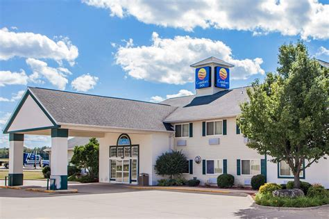 Comfort Inn In Comfort Inn Dyersville In Dyersville Hotel Rates