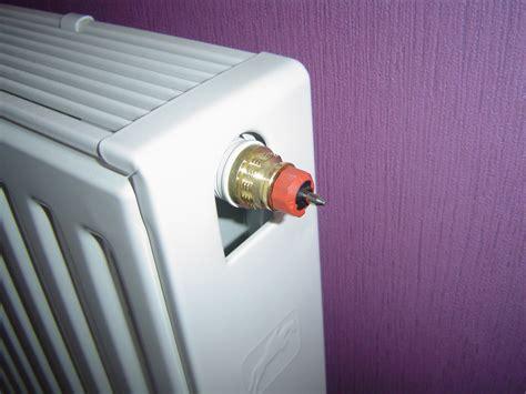 probleme robinet thermostatique probl 232 me avec un chauffage 1 tuyau chaud et l autre reste