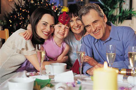 imagenes de navidad en familia pasar la navidad en familia imujer
