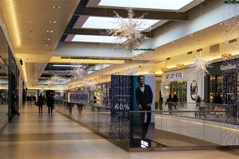fashion outlet fashion outlets chicago rosemont outlet mall experience