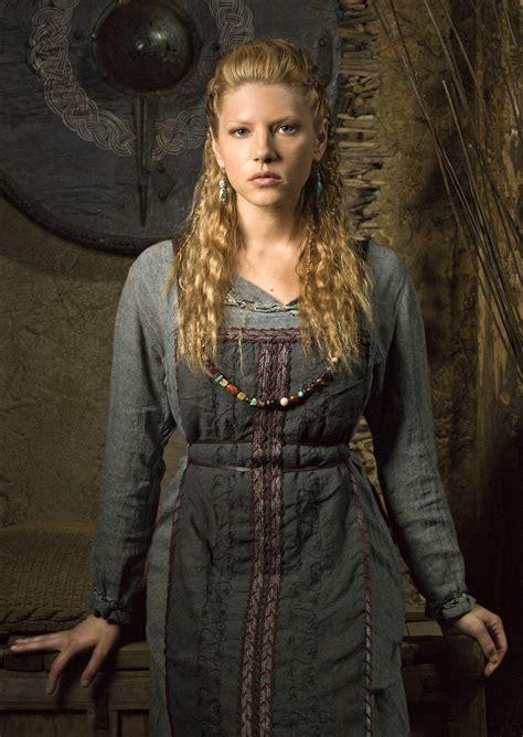 lagertha lothbrok how to dress like her yarr me viking shieldmaiden