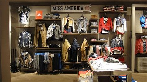 Shelf Merchandising Techniques by Visual Merchandising Has Impact On Your Sales Creativity Window Boutiques Window Displays