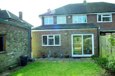 2 bedroom house to rent in slough private 3 bed house semi detached to rent elderfield road