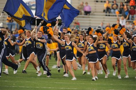 kent state university athletics the kent state cheerleaders lead the golden flashes onto