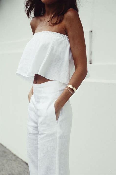 Gesper Kanvas Hitam Polos Kepala Logam white on white cara sempurna bergaya serba putih