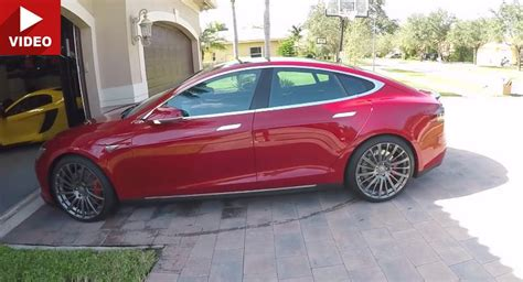 How Does The Tesla Model S Work Tesla Model S Gets Summoned Out Of Its Garage