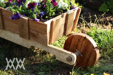 wooden wheelbarrow    pallet wood great