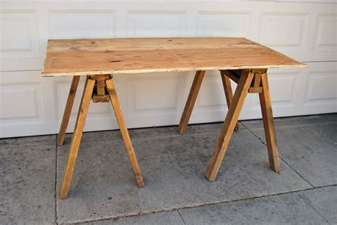 Diy Sawhorse Desk 12 Rustic Inspired Diy Sawhorse Tables And Desks Shelterness