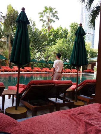 mandarin bangkok new year attentive service but at new year many beds with books