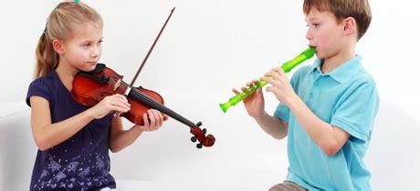 imagenes niños tocando instrumentos musicales dibujo de ni 241 os tocando instrumentos musicales imagui