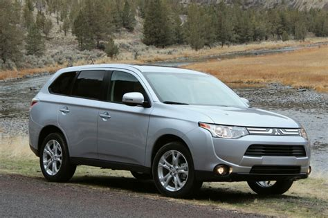 2014 mitsubishi outlander pictures photos gallery the