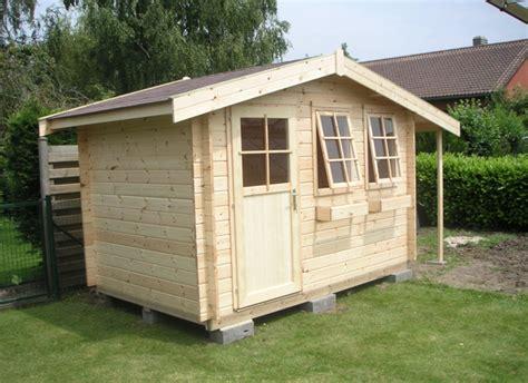 cabane jardin solde construire les fondations pour un abri de jardin terrasse bois