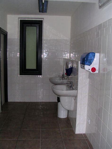 bagni uffici foto bagno per uffici di bascherini costruzioni srl