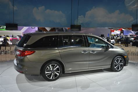 honda debuts 2018 odyssey project 2018 honda odyssey shows the chrysler pacifica how it s
