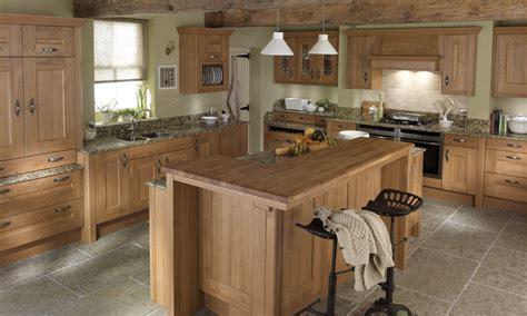lyndon classic wood kitchen in oak