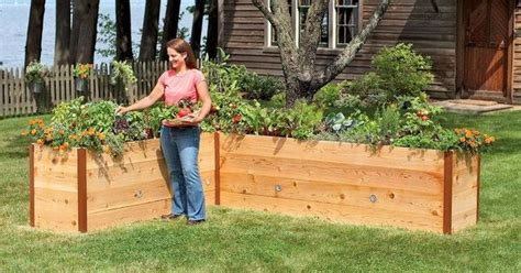 waist high raised garden bed plans a waist high raised garden beds i d like to try this next