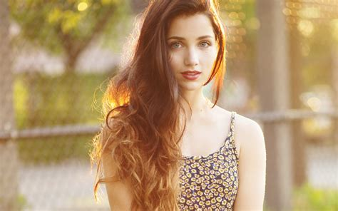 longer hair on 57 yr female 17 emily rudd hd wallpapers backgrounds wallpaper abyss