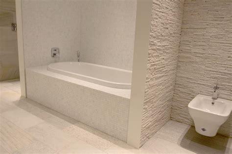 bad naturstein badezimmer fliesen naturstein gispatcher