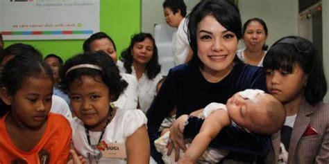 anak anak merdeka nikita mirzani syukuran bersama anak anak penderita kanker