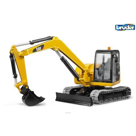 bruder excavator kavanaghs toys bruder cat mini excavator 1 16 scale