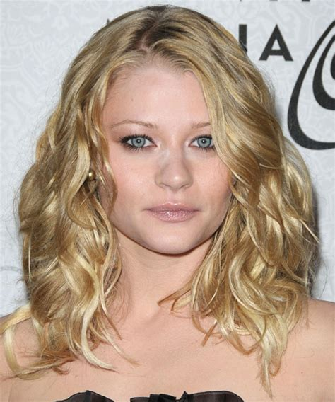 Emilie de Ravin Long Wavy Casual Hairstyle