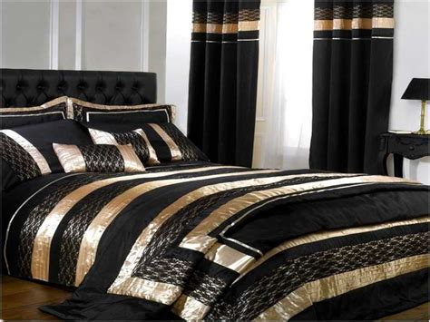 Gold Bed Set Resemblance Of Black And Gold Bedding Sets For Adding Luxurious Bedroom Decors Bedroom Design