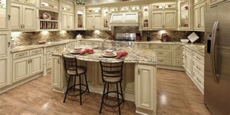 Vintage White Kitchen Cabinets by Completely In With This Kitchen Vintage White Rta