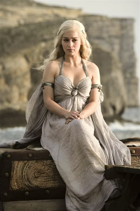 actress game of thrones dragon queen style icon emilia clarke as queen daenerys targaryen in