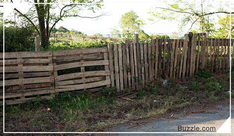 rustikaler holzzaun wooden fence designs that lend a rustic look to your garden