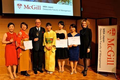 Mba Japan Mcgill by C 233 R 233 Monie De Graduation Pour 28 Finissants Inscrits Au