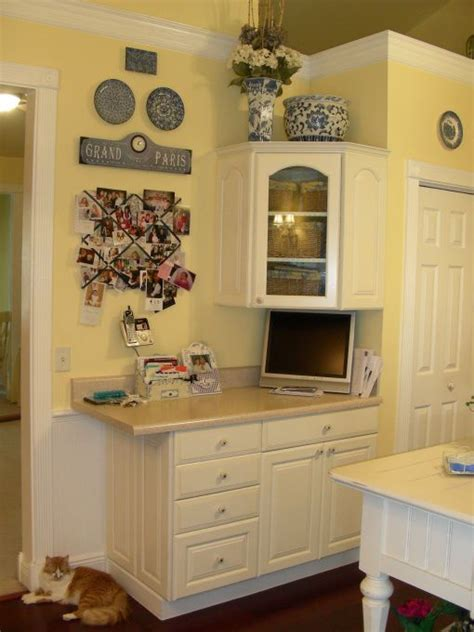 25 best ideas about yellow kitchen walls on pinterest best 25 yellow country kitchens ideas on pinterest