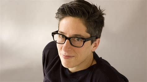 test lesbica cartoonist alison bechdel countered s secrecy