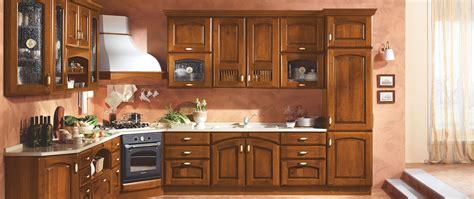 Immagini Cucine Classiche by Cucine Mobilturi Produzione Cucine Funzionali Con