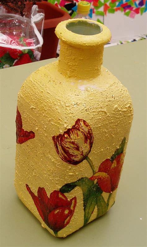 decorar jarrones con servilletas decoupage en jarron de cristal jarrones pintados