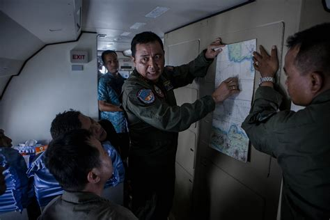 airasia flight qz8501 missing with 162 people on board bestpix debris sighted during search operation for