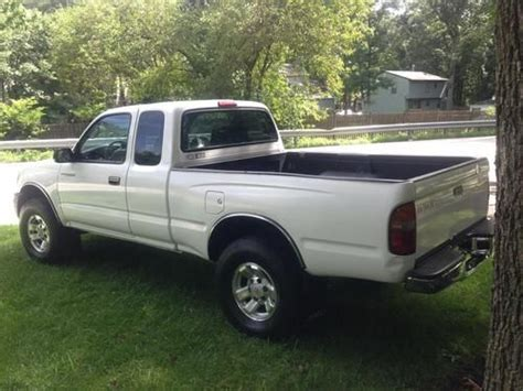 2 Door Toyota Tacoma Find Used 2000 Toyota Tacoma Dlx Extended Cab 2
