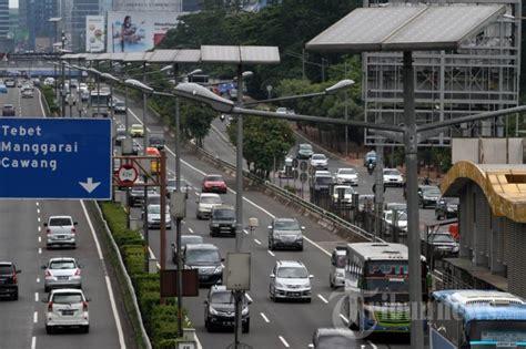 Lu Jalan Tenaga Surya lu penerangan jalan tenaga surya foto 2 1635497 tribunnews