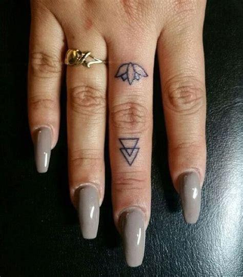 finger tattoo zum kleben 50 beautiful finger tattoo for women tattoo ideen