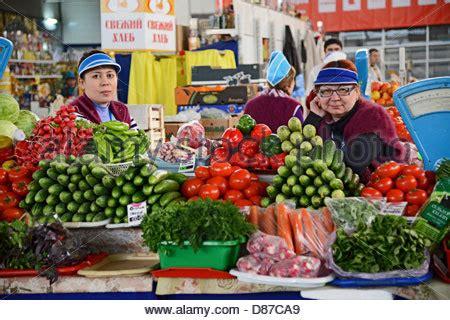 d fruit trading vegetables seller and customer noviy rynok new market