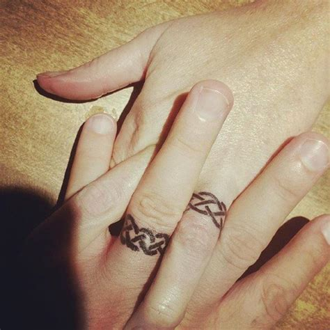 50 cool wedding ring tattoos to express their undying