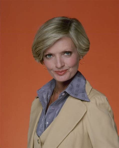 florence henderson haircut mom haircut history the evolution of mom haircuts