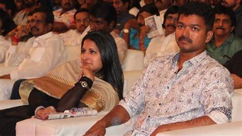 actor vijay and wife photos vijay and sangeetha celebrate their 16th wedding
