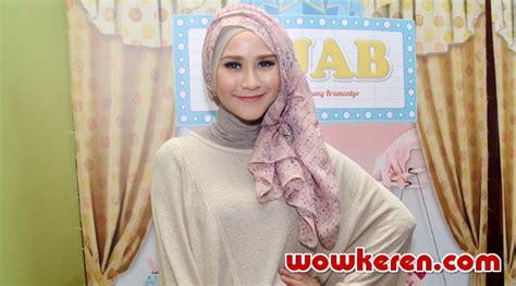 pemeran film jendral sudirman hijab dianggap melenceng dari agama islam ini kata