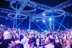 Famous Lighting Designers avolites expert pro controls live visuals at rooftop club