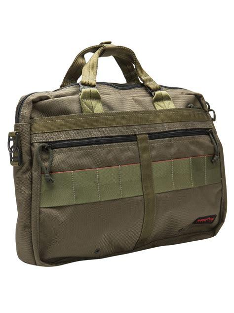 briefing shoulder bag in green for lyst