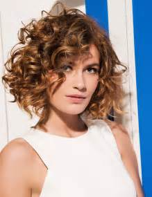 coupe cheveux fris 233 s carre plongeant