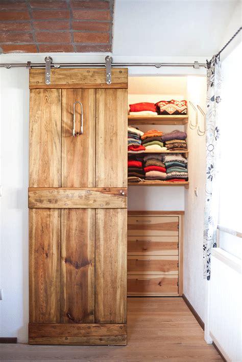 kleiderschrank gestalten 25 best kleiderschrank massivholz ideas on