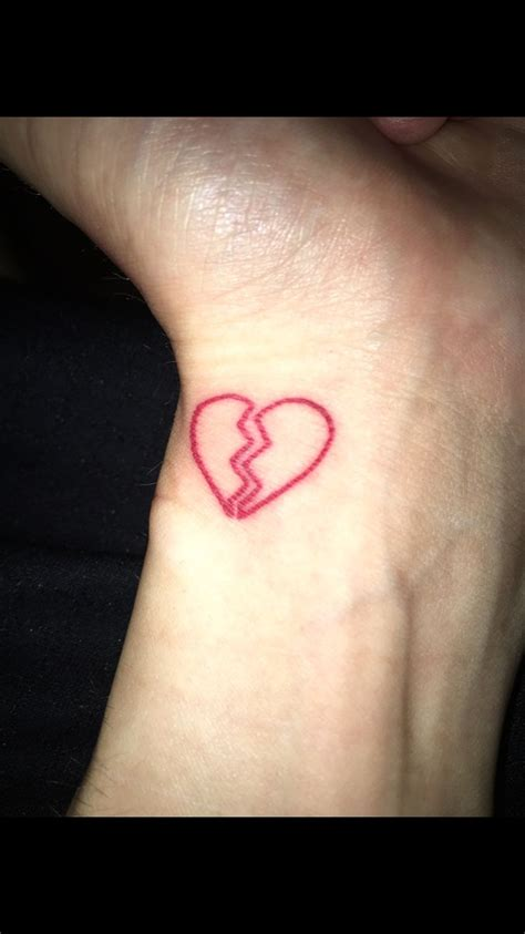 small broken heart tattoos best 25 broken ideas on broken