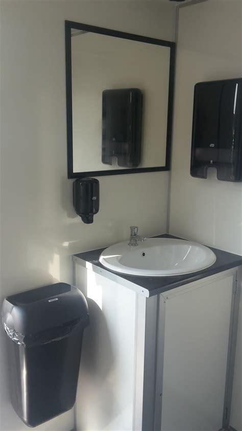 mobiel toilet huren 1 dag medium mobiel toilet tot 120 pers vanaf 230 dag a s