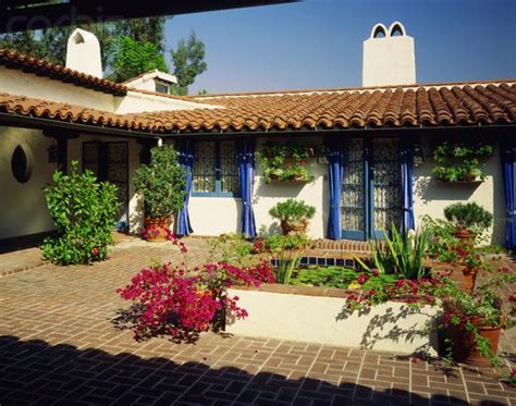 spanish style courtyards spanish style ranch homes with courtyards small lily pad